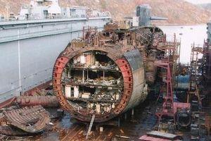 Choáng ngợp quy trình 'xẻ thịt từng phần' tàu ngầm cũ của Nga