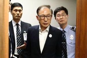 Nhận hối lộ, cựu Tổng thống Hàn Quốc Lee Myung-bak bị phạt 17 năm tù