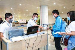 Chuẩn bị mở lại đường bay thương mại quốc tế, Bộ Y tế đề xuất ba quy trình cách ly và xét nghiệm Covid-19