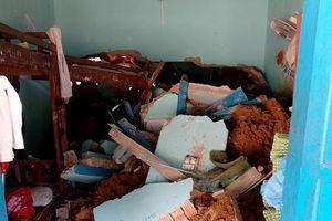 Học sinh bị vùi lấp, nhà nội trú giáo viên bị sập trong vụ sạt lở ở Nam Trà My