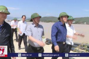 Kiểm tra thiệt hại do bão số 9 tại Bình Định