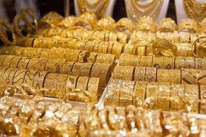 Sức mua khởi sắc kéo giá vàng trong nước cao hơn thế giới khoảng 3,8 triệu đồng/lượng