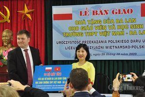 Ba Lan trao tặng thiết bị dạy học cho Trường THPT Việt Nam – Ba Lan