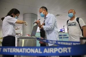 Dịch COVID-19: Người nhập cảnh vào Việt Nam trên chuyến bay thương mại sẽ cách ly và xét nghiệm như thế nào?