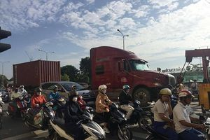 Một tài xế thiệt mạng vì đỗ xe giữa đường để sửa chữa