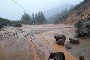 Sạt lở núi, di dời khẩn cấp hơn 300 người dân