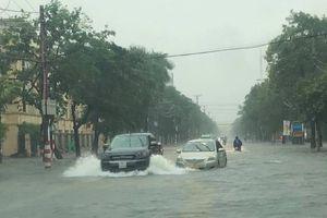 Mưa lớn kéo dài suốt đêm, TP Vinh ngập nước trên diện rộng