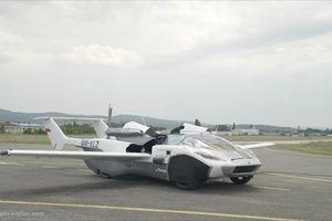 Siêu xe 'biến hình' thành máy bay cất cánh trên bầu trời