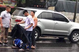 Hành động đẹp của nam sinh với nạn nhân bị tai nạn giao thông khiến nhiều người cảm động