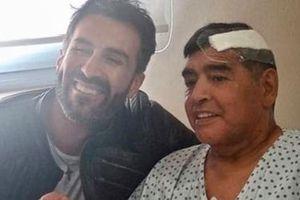 Maradona suýt chết vì tụ máu não