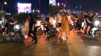 Đánh bà bầu sau va chạm xe, thanh niên Hà Nội đi SH bị truy lùng