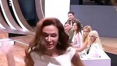 Nữ diễn viên tát khán giả sấp mặt ngay trên sóng vì chỉ trích con mình bị down