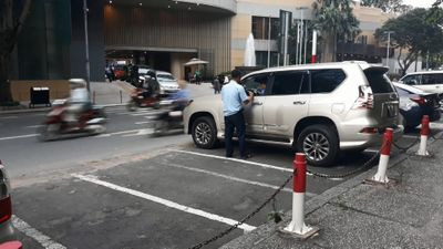 Tăng phí đỗ ôtô ở trung tâm Sài Gòn, bãi đậu vắng xe