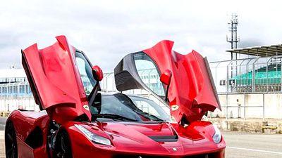'Lóa mắt' với siêu ngựa Ferrari LaFerrari cũ rao bán gần 73 tỷ đồng