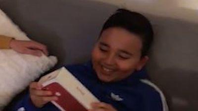 Trò lừa tặng iPhone vào ngày sinh nhật khiến cậu bé cười khổ