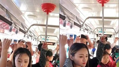 Thiếu nữ xinh đẹp và 'sáng kiến' tay cầm trên xe buýt khiến dân mạng phì cười