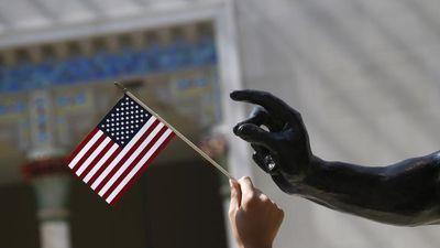 Nguy cơ mất thẻ xanh ở Mỹ nếu nhận trợ cấp
