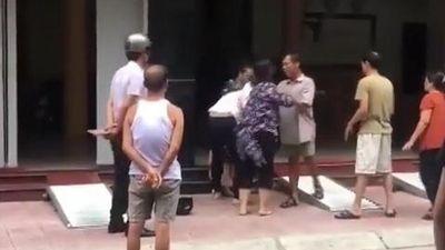 Mẹ chồng đi đánh ghen cùng con dâu, được dân mạng gọi là 'mẹ chồng quốc dân'