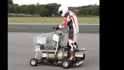 SỐC: Xe đẩy mua sắm gắn động cơ phản lực, bứt phá tốc độ 147 km/h