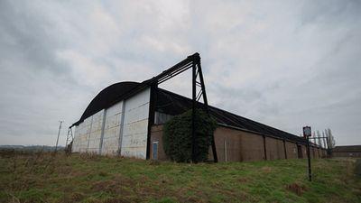 Đột nhập căn cứ không quân Anh bị bỏ hoang hàng thập kỷ