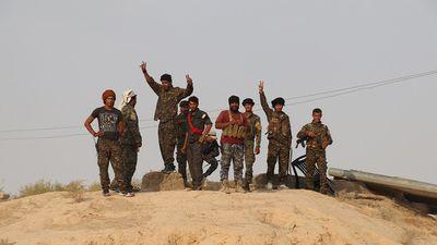 Chiến cơ Mỹ săn đuổi xe bán tải IS, người Kurd Syria đánh cầm chừng