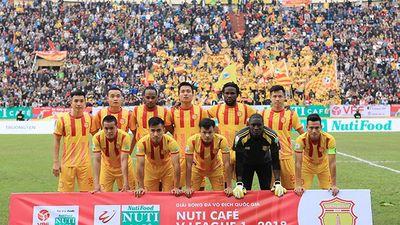 HLV CLB Nam Định: 'Bóng đá Việt là một trò hề'