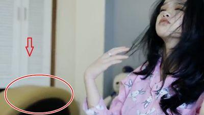 Linh Ka lại khiến dân mạng sôi sục khi mang 'đồ chơi tình dục' vào MV mới
