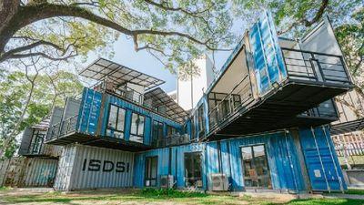 Độc đáo trường Đại học được xây bằng 22 thùng container tái chế đẹp mê người tại Chiangmai
