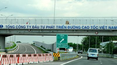 Khoản nợ khổng lồ của chủ đầu tư đường cao tốc vừa thông xe đã thủng lỗ chỗ
