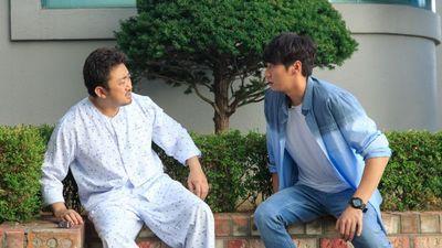 'Bạn ma phiền toái': Bộ phim mua nước mắt của người Hàn