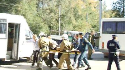 Hàng loạt thi thể được đưa khỏi hiện trường vụ đánh bom ở Crimea