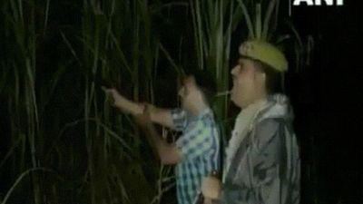 Súng bị kẹt, cảnh sát Ấn Độ dùng cách không ngờ để bắt tội phạm