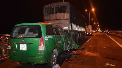 Vì đâu taxi Mai Linh húc đuôi xe tải đang dừng đỗ làm 3 người chết?