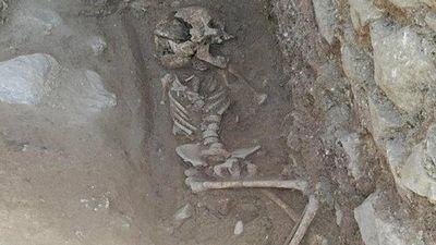 Lo sợ người chết 'đội mồ sống dậy' và nghi lễ kỳ dị 'chôn cất ma cà rồng'