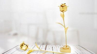 Hoa hồng mạ vàng bạc triệu hút khách dịp 20/10