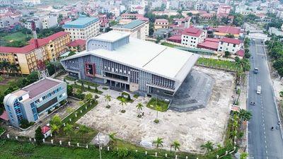 Nhà hát trăm tỉ của huyện ngoại thành Hà Nội 'nằm dài' chờ ngày đi vào hoạt động