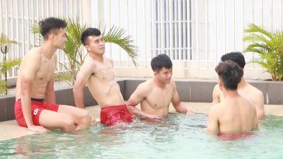 U19 Việt Nam lạc quan tập hồi phục tại phòng gym, bể bơi