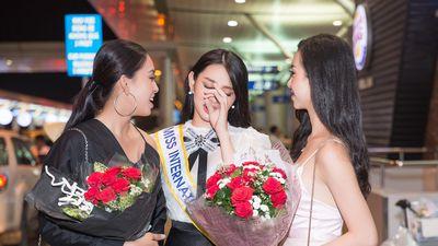 Thùy Tiên bật khóc khi được Hoa hậu Tiểu Vy tiễn đi thi 'Miss International'