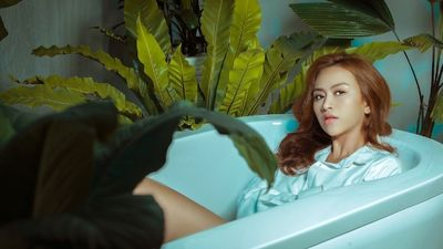 Học trò Mr. Đàm gây tò mò với cảnh 'nude' trong MV đầu tay