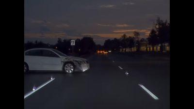 Clip Tesla Model 3 đâm thẳng vào sườn xe Honda Accord trong đêm