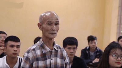 Gặp gỡ cụ ông 85 tuổi đang là sinh viên năm thứ hai ở Hà Nội