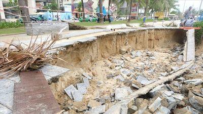 Bờ biển Mỹ Khê Đà Nẵng bị sạt lở lớn sau trận mưa