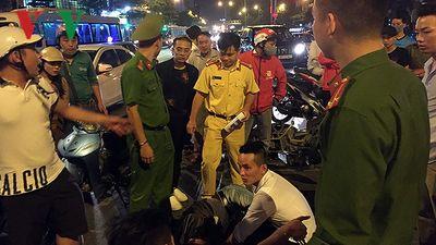 Xe bóng bay va chạm xe máy làm 1 thanh niên trọng thương