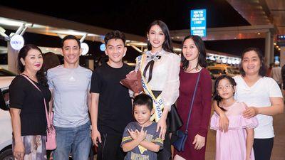 Thùy Tiên bị fans Việt 'vây kín' khi vừa tới Nhật Bản thi HH Quốc tế