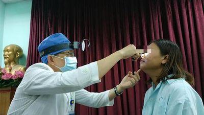 Bị đạn lạc xuyên vào mắt, bệnh nhân sống sót thần kỳ