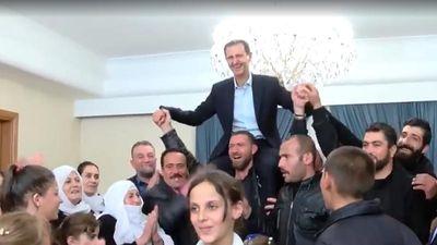 Được cứu khỏi IS, người dân Syria kiệu ông Assad ăn mừng