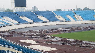 Đường pitch được dọn dẹp, sân Mỹ Đình chuẩn bị tiếp đón tuyển Malaysia