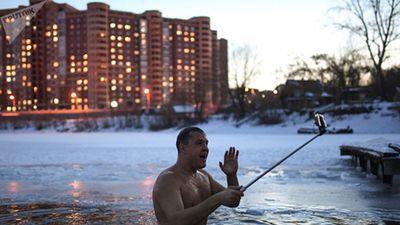 Ngạc nhiên cuộc sống ở vùng đất Siberia băng giá ngày đầu đông