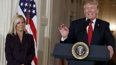 Tổng thống Trump tiếp tục gây áp lực buộc cấp dưới từ chức