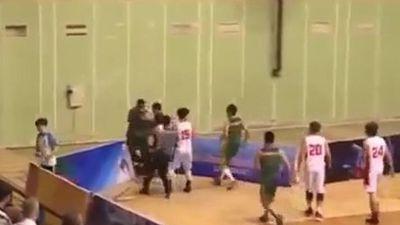 Cầu thủ bóng rổ Cần Thơ đấm thẳng mặt trọng tài